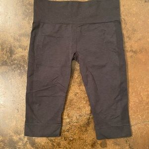 lululemon athletica Pants & Jumpsuits - Lululemon Capris Pants